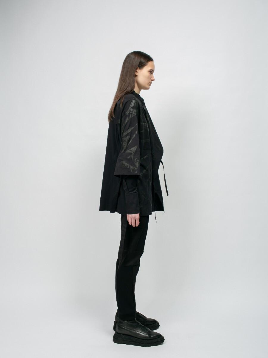 Чёрная рубашка с принтом